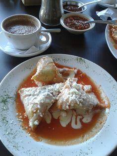 Corundas.  Comida típica de Morelia Michoacán.  Desayuno en restaurante de los portales.