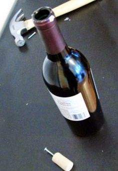 Abrir una botella sin sacacorchos