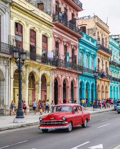 Havanna Dreaming ❤️ Still thinking about our colorful trip to Cuba. Which destinations are on your bucket list? Cuba Travel, Travel Abroad, Oh The Places You'll Go, Cool Places To Visit, Cuba Photography, Les Continents, Destination Voyage, Travel Deals, Travel Destinations
