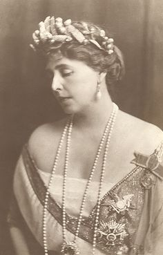 Queen Marie of Romania, wearing a rather unusual tiara or headdress. (That's my girl!) Whatever is it made of?