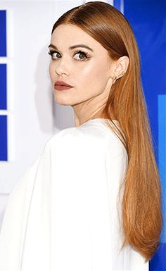 Holland Roden attends the 2016 MTV Video Music Awards on August 28, 2016