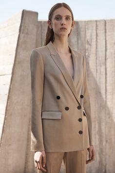 Jason Wu Grey Resort 2019 collection, runway looks, beauty, models, and reviews.