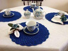 sousplat de croche azul mesa de cha