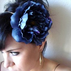 Add an elegant accent to your hairstyle with this lovely peony flower attached to a thin silver metal polished headband. Flower Headpiece, Boho Headband, Floral Headbands, Short Hair Accessories, Bohemian Hair Accessories, Blue Peonies, Cut Her Hair, Bohemian Hairstyles, Peony Flower