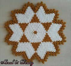 This Pin was discovered by Ker Crochet Kitchen, Crochet Home, Diy Crochet, Crochet Doilies, Crochet Flowers, Baby Knitting Patterns, Crochet Patterns, Button Picture, Crochet Stars