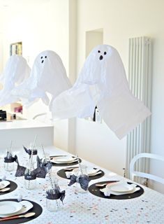 Love black and white Halloween décor? Here are lots of cute diy Halloween decorations to make in black and white. From diy Halloween bats to DIY halloween ghost decorations, there are lots of ideas to choose from. Click through to see the how to for these easy diy ideas for a black and white Halloween. #diyhalloweendecorations #halloweencrafts #halloweendiy #cuteghosts #halloweencraftsforkids