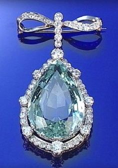AQUAMARINE AND DIAMOND BROOCH, CIRCA 1900 #DiamondBrooches.. #brooch #vintagejewelry #AntiqueJewelry