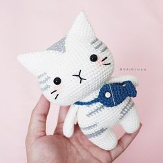 This is a PDF crochet pattern, not a finished doll. Silver Tabby Cat is written in ENGLISH - Size approx: inch). - Yarn: Sport or Dk light weight yarn. ( I used Yarn Art Jeans ) - Hook: Crochet Animal Patterns, Stuffed Animal Patterns, Crochet Patterns Amigurumi, Amigurumi Doll, Crochet Animals, Crochet Dolls, Loom Patterns, Crochet Cats, Chats Tabby