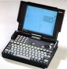 "Foto Gallery ""Lavorare dovunque: i computer portatili Olivetti"" Cool Technology, Computer Technology, Diy Laptop, Micro Computer, 80s Design, Computer Engineering, Retro Arcade, Cool Inventions, Machine Design"