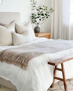 Cozy Bedroom, Bedroom Decor, Deco Addict, Master Room, New Room, Interiores Design, Home Decor Inspiration, Home Interior Design, Decoration