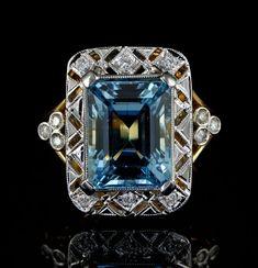 Stunning antique aquamarine and diamond Art Deco ring.