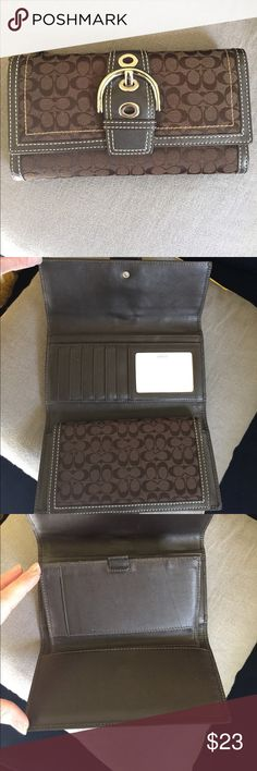 Coach wallet Brown classic coach wallet, with all leather interior. In excellent used condition, no stains or rips, all seams In perfect shape Coach Bags Wallets