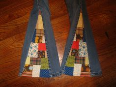 I love this patchwork look. I have to do this DIY patchwork bell bottom jeans by amyvsfabric Patch Pants, Diy Fashion, Sewing Crafts, Sewing Projects, Bell Bottoms, Flower Power, Corduroy, Bell Bottom Jeans, Upcycle