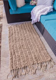 Free pattern and video tutorial on how to make a beautiful farmhouse jute rug out of dollar store twine rug Twine Crafts, Yarn Crafts, Crochet Home, Diy Crochet Jute Rug, Knit Rug, Crochet Rug Patterns, Knit Crochet, Doilies Crochet, Jute Twine