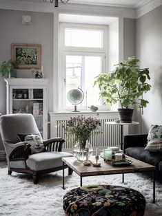 my scandinavian home: 11 Small Space Tricks to Learn From a Swedish Interior Designer's Home / sitting room in natural tones. Living Room Scandinavian, Scandinavian Home Interiors, Scandinavian Design, Small Apartments, Small Spaces, Swedish House, Decor Interior Design, Home Decor, Stockholm Apartment