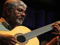 Zé Barbeiro convida o público para fazer uma pausa no meio da semana e curtir o gênero instrumental mais antigo do Brasil. Violonista 7 cordas, ele vai a praça do Sesc Pinheiros para uma apresentação gratuita de chorinho.