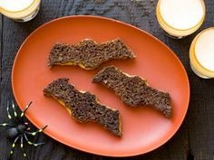 Pumpernickel bread is not only more nutritious than white, it also just happens to be the perfect shade for these kid-friendly bat sandwiches.