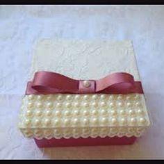 Porta coisas.. caixinha de mdf com perolas.. Emcomende a sua.. ♡ Via Direct ♥ #lembrancinha #enfeite #portacoisas #perola #caixinhademdf #caixinha #lacos #presente ♡