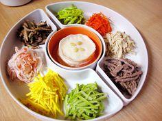 구절판 ( gu-jeol-pan )