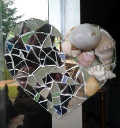 Mosaic & shell heart -hanging Mosaic, Shells, Heart, My Style, Plants, Seashells, Conchas De Mar, Flora, Sea Shells