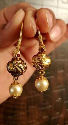 Jewelry Design Earrings, Gold Earrings Designs, Unique Earrings, Designer Earrings, Beaded Jewelry, Drop Earrings, Saree Jewellery, Gold Jewellery, Diamond Jewelry