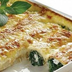 Crepes with spinach and ricotta Entree Recipes, Vegetarian Recipes, Healthy Cooking, Cooking Recipes, Greek Appetizers, Crepes And Waffles, Pancakes, One Dish Dinners, Greek Dishes