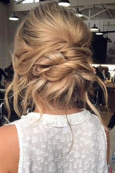 These Gorgeous Updo Hairstyle That Youll Love To Try! Whether a classic chignon textured updo or a chic wedding updo with a beautiful details. These wedding updos are perfect for any bride looking for a unique wedding hairstyles Spring Hairstyles, Casual Hairstyles, Trending Hairstyles, Vintage Hairstyles, Blonde Hairstyles, Elegant Wedding Hair, Elegant Updo, Wedding Updo, Chic Wedding