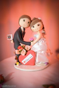 love this cake topper! photo by Josue Mota