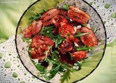 Sałatka z rukoli z chipsami z boczku i pomidorami - Kuchnia Breni Feta