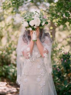 Each bride hopes that it is sunny on your wedding day. It seems that rainy day will make brides that don't how to deal with their white lace wedding dresses. Rustic Wedding Dresses, Trendy Wedding, Wedding Bouquets, Wedding Veils, Lace Wedding, Wedding Bride, Summer Wedding, On Your Wedding Day, Dream Wedding