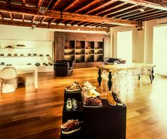 #franceschetti showroom in #milan : Italian men's shoes are close at hand of buyers #franceschettishoes #madeinitaly