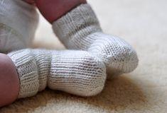 Ravelry: Just Your Basic Baby Sock pattern by Patti Pierce Stone Baby Knitting Patterns, Baby Patterns, Baby Dust, Woolen Socks, Knitting Videos, Patterned Socks, Baby Socks, Knitting Accessories, Free Baby Stuff