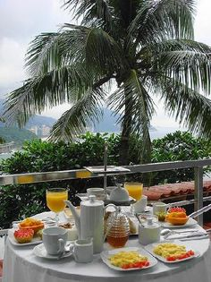 La Suite: Breakfast on the balcony with views over Rio de Janeiro