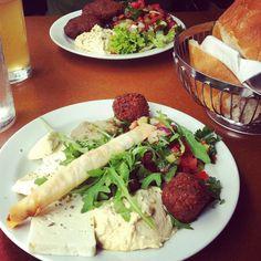 Cafe An-Do Brunnenmarkt Hummus, Avocado, Restaurant Guide, Fresh Rolls, Pixie, Healthy Snacks, Meals, Vienna, Healthy Snack Foods