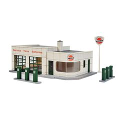 3479 Walthers Cornerstone Winner's Circle Petro Gas Station HO scale Toy Garage, Ho Scale Buildings, N Scale Trains, Classic Building, Custom Hot Wheels, Hobby Trains, Model Train Layouts, Gas Station, Model Trains