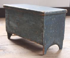 CHILD'S RARE 19TH C BOOT JACK BLANKET CHEST IN ORIGINAL DRY SOLDIER BLUE PAINT   #EarlyAmerican