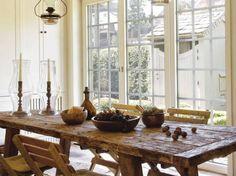 Já ouviu falar em móveis feitos com madeira de demolição? Usar peças feitas com este tipo de material na #decor virou tendência, afinal o ambiente fica ainda mais charmoso e com um toque de #estilorústico. Aposte nisso!