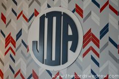 Amazing accent wall + monogram - #munire #pinparty #MadeInUSA