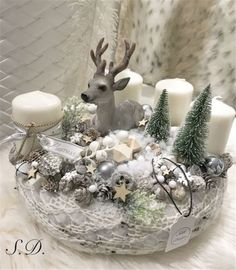 Advent Wreath Candles, Christmas Advent Wreath, Christmas Decorations For The Home, Xmas Wreaths, Christmas Candles, Christmas Centerpieces, Diy Candles, Xmas Decorations, Christmas Crafts