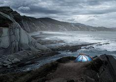 An Inflatable Tent   http://heimplanet.com/shop/en/the-wedge.html?___from_store=de
