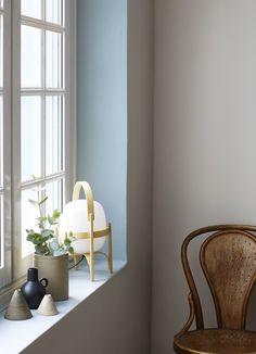 Er du i det kreative hjørnet og har lyst til å gjøre noe litt annerledes? Mal vinduskarmen i en dus og vakker pastell som Midsommarnatt 756. #farger #trend #maling #fargesette #blå #kreative #detaljer #vinduskarm #stue Feng Shui, Most Beautiful Pictures, Cool Pictures, Home Panel, Oversized Mirror, Inspiration, Furniture, Home Decor, Design