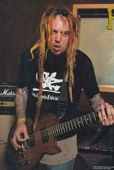Max Cavalera of SOULFLY went natural, and received some nice nasty dreadz!
