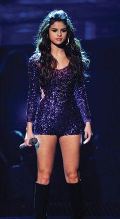 Selena is such a beautiful girl! Selena Gomez Fashion, Selena Gomez Diet, Estilo Selena Gomez, Selena Gomez Fotos, Selena Gomez Style, Selena Gomez Concert, Selena Selena, Divas, Pretty People