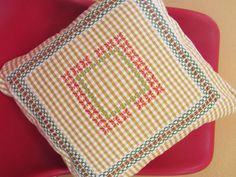 577ad714f9c3e7c8cb623fd0bbadaf79 Chicken Scratch Patterns, Chicken Scratch Embroidery, Hand Embroidery, Embroidery Designs, Hand Stitching, Pot Holders, Elsa, Embroidery Stitches, Dish Towels