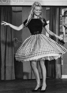 Voulez-vous danser avec moi? Love everything about this picture. Brigitte Bardot <3