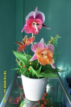 More ideas to make nylon flowers http://www.craftideas.us/more-ideas-to-make-nylon-flowers.html
