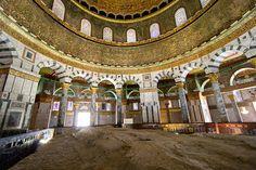 16 - Interior do Domo da Rocha - local onde seria o Altar de sacríficio de Abraão, Jacó e outros profetas.
