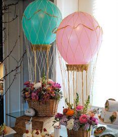 centre-table-mariage-ballons-gonflables-montgolfières-composition-florale