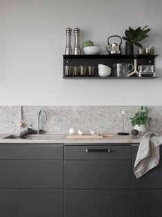 Dark grey kitchen with a natural stone top kitchen shelving Grey Kitchen Interior, Dark Grey Kitchen, Grey Kitchen Designs, Grey Kitchen Cabinets, Grey Kitchens, Modern Farmhouse Kitchens, Kitchen Shelves, White Cabinets, Kitchen Liners