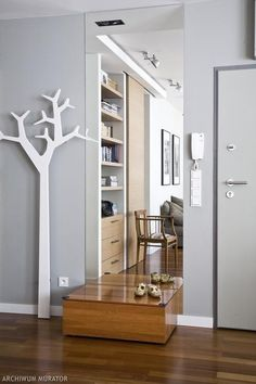 Przedpokój, małe mieszkanie Tall Cabinet Storage, Locker Storage, Beautiful Interiors, Entryway, Sweet Home, Interior Design, Mirror, Furniture, Home Decor